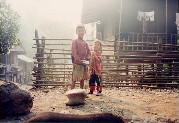 山岳少数民族の少年たち(タイ)