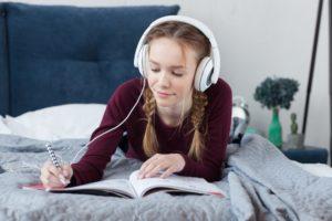 音楽を聴きながら勉強をしていますか
