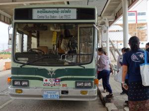 異国を走る京都市バス(ラオス)