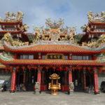 無数の龍に守られる「聖明宮」(台湾)