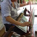 織機を操る女性(ラオス)